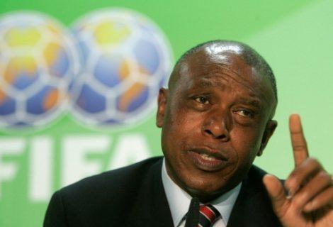 Токио Сексвале нe се отказва от битката за шефския пост във ФИФА