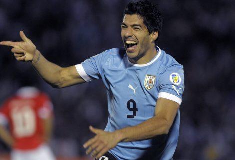 Луис Суарес на гол от историческо постижение с Уругвай