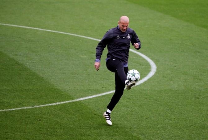 Реал Мадрид Как преди година ФИФА помогна на Реал Мадрид? 1483534482 zinedine zidane